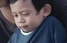 """Oppo手机品牌广告 父亲篇-这是越南OPPO推出的手机品牌广告,传达主题""""Fatherhood takes two hands""""(这应该怎么翻译?),来自越南BBDO。"""