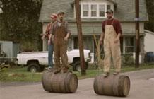 Woodstock啤酒广告 小镇的居民都爱滚木桶