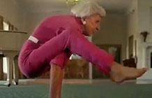 【字幕】2016超级碗广告 Advil止疼药不再有疼痛-Advil是一种镇痛药,在对抗韧带撕裂,断裂时有很好的镇痛效果。广告就很直白的表现用了Advil,老人都可以练瑜伽。                          所属专题       201