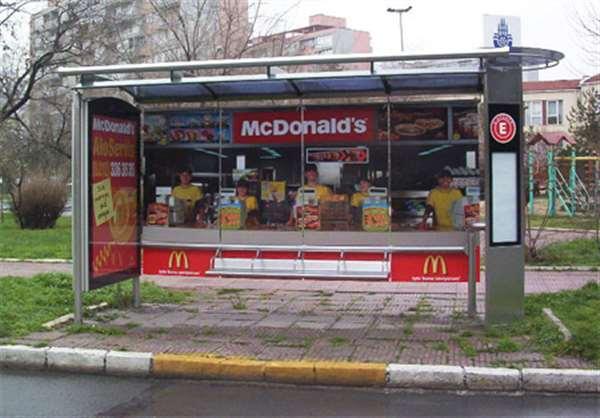 麦当劳公车站广告