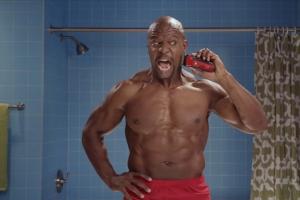 泰瑞·克鲁斯创意搞笑广告短片《壮汉刮脸记》