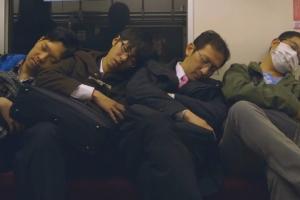 日本走心写实风格广告短片《瞌睡歌》