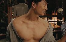 日本rizap健身俱乐部广告 聚会也来秀肌肉啦