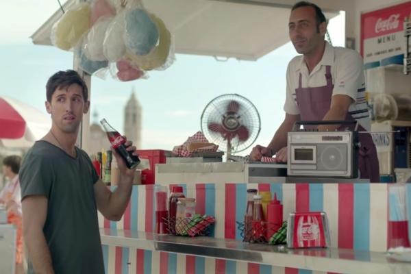 神展开可口可乐广告《分享的世界》