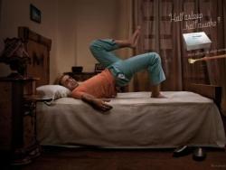 Tavegyl过敏药创意平面广告:别在床上练特技了