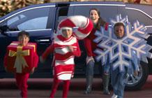 """本田汽车圣诞节广告 最好的时刻-这个广告是在宣传本田汽车的Odyssey SE,这款车的特点就是座位多满足全家人一起出行的需求,最好广告语是""""现在是一年当中最好的时机,本田汽车Odyssey SE配备了xx娱乐系统;K"""